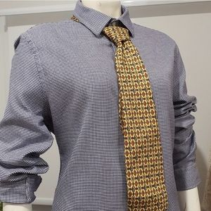 Country Road shirt. Slim fit. Italian weave.